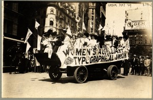 Labor_Day_Parade_New_York_1909_Float_Womens_Auxilliary_Typographical_Union-1EXLG